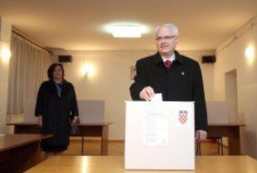 Otvorena birališta: Kandidati izašli na birališta!